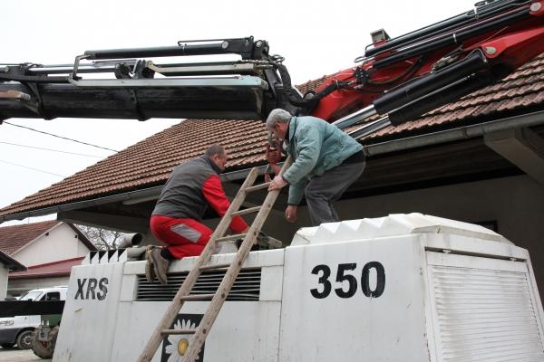 101-klemen-je-kupil-dva-tovornjaka-vrtalni-stroj-in-in-kompresor-iz-druge-roke-vso-opremo-je-bilo-treba-obnoviti-klemnov-brat-in-prijatelji-ljubljana-2012C833796A-3ABE-B353-57F0-C7E08DA2746A.jpg