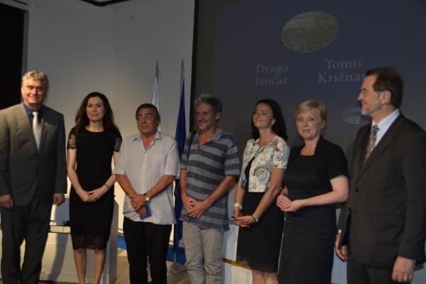 117d-z-dragom-jancarjem-in-slovenskimi-poslanci-na-podelitvi-priznanja-drzavljan-eu-julij-2015ED354376-9770-C424-118E-D64D3F42016A.jpg