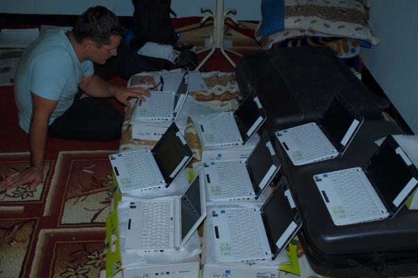46-decembra-2009-sva-sla-na-pot-onkraj-v-darfur-prvic-skupaj-z-klemnom-mihelicem22C95AD4-1257-FF3F-CB0F-B38A937212F9.jpg