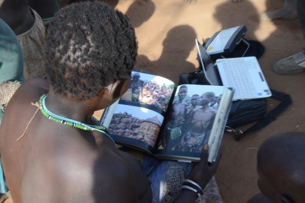 94-predstavitev-knjige-in-razdelitev-prve-tehnike-med-ljudstvom-komo-modri-nil-januar-20113B267456-6870-96D5-BCC1-22B2A75E41AF.jpg
