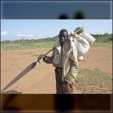 Nubskega šamana prepoznaš po značilnem vedenju in tradicionalni opremi.