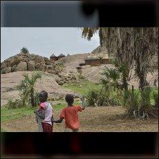 Kamnite ploščadi omogočajo življenje brez blata tudi v deževni dobi.