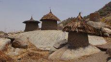 Prazne kašče v vasi Fungor